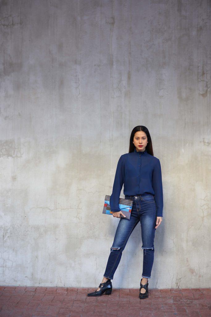 blue jeans, blue shirt, outfit, style, fashion, bag